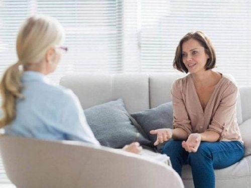 terapia poznawczo - behawioralna - kobieta u psychologa