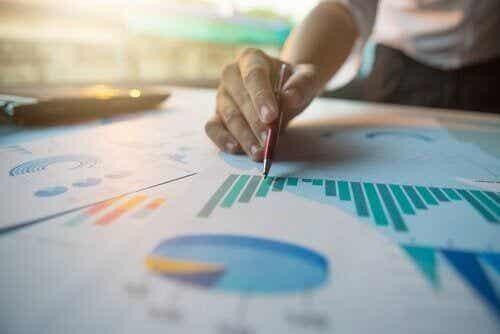 Miary dyspersji w statystyce - dowiedz się więcej na ten temat!