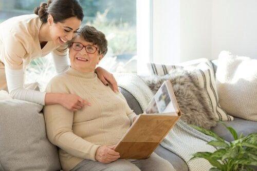 Niefarmakologiczne metody leczenia osób zmagających się z otępieniem