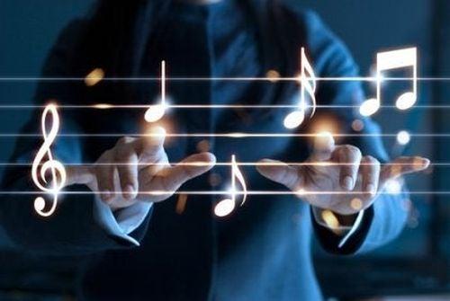 Osoba gra na pięciolinii w powietrzu - wpływ muzykoterapii