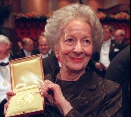 Wisława Szymborska odbierająca Nagrodę Nobla
