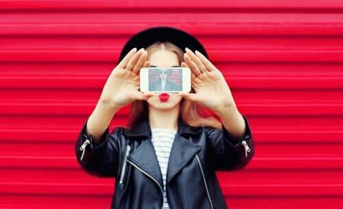 Fałszywa tożsamość w mediach społecznościowych