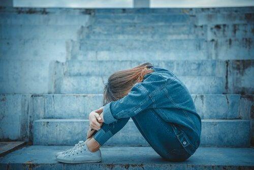 Uzależnienie emocjonalne w okresie dojrzewania - poznaj bliżej to zagadnienie!