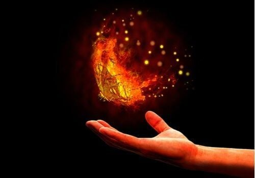 Fenomen ćmy lecącej do światła - poznaj bliżej jego ukryte znaczenie