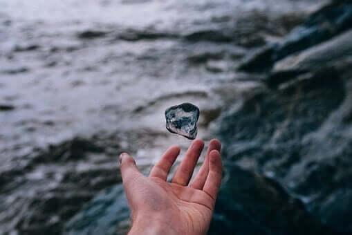 Magiczny kamień - poznaj ciekawą przypowieść o mentalnej ślepocie