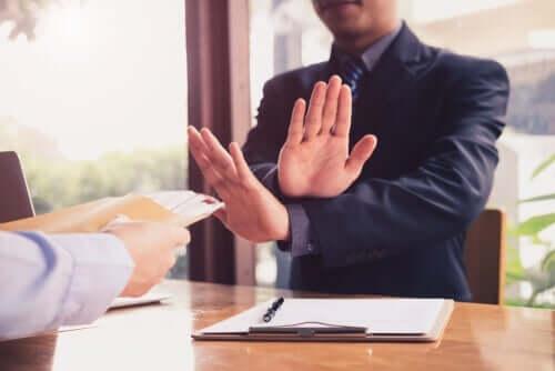 Klauzula sumienia - czy wiesz, kiedy można ją stosować?