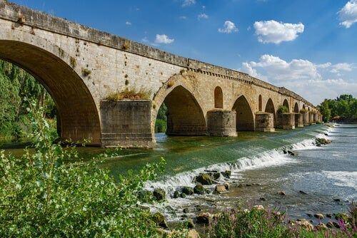 Most na rzece