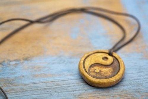 Wisiorek yin i yang