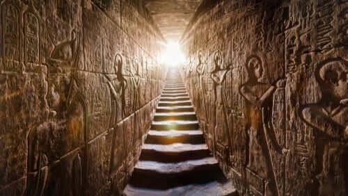 Wnętrze piramidy
