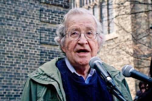 Noam Chomsky: biografia geniusza