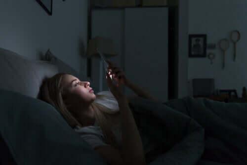 Zaburzenia snu i urządzenia elektroniczne - poznaj związek między nimi!
