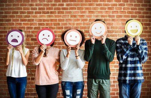 Ludzie z maskami