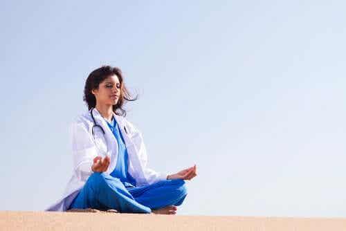 Opieka zdrowotna i zarządzanie emocjami - poznaj kilka przydatnych zasad