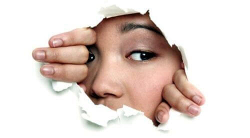 Jak przezwyciężyć swoją nieśmiałość? Oto przewodnik krok po kroku