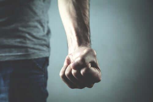 Przemoc ludzka – dlaczego nie jesteśmy w stanie jej wyeliminować