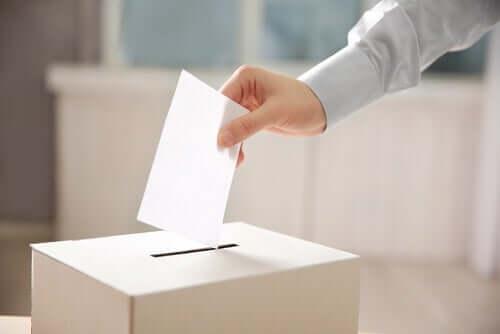 Głosowanie przy urnie