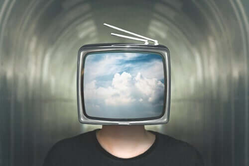 Mężczyzna z telewizorem - wysoka wydajność na pokaz