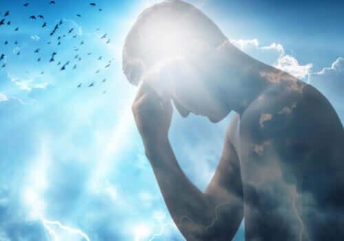 Mężczyzna ze światłem w głowie