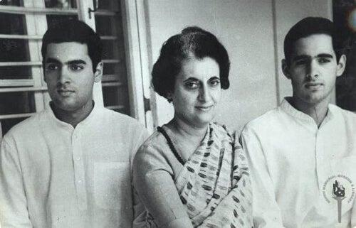 Indira Gandhi z dziećmi
