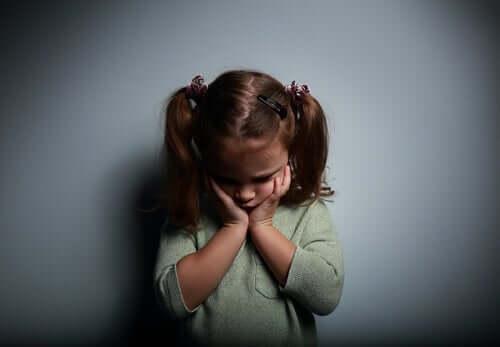 Uczucie pustki i samotności u dziewczynki