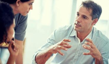 Spotkanie grupowe w pracy - szczere zachowanie