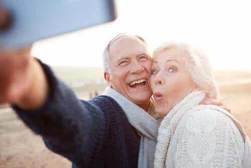 Zestarzeć się czy stać się starym? Na czym polega subtelna różnica?