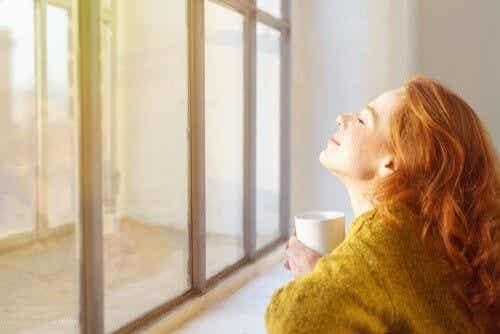 Kilka porad pozwalających zadbać o swoje emocje podczas odosobnienia