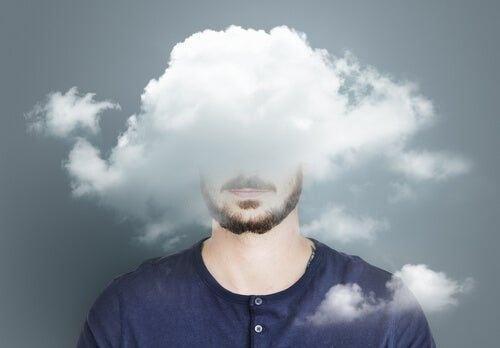 Mężczyzna z głową w chmurach - przeciążenie emocjonalne