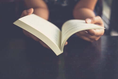 Twój mózg podczas czytania: co się z nim dzieje?