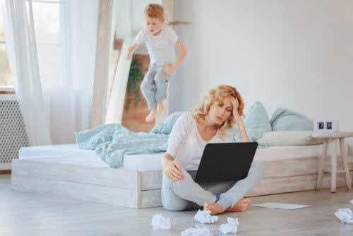 Praca zdalna z dziećmi przebywającymi przez cały czas w domu