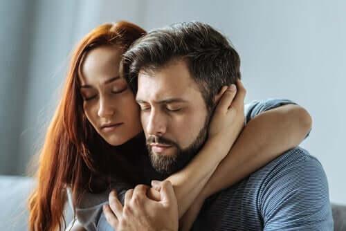 Przytulająca się para - możesz na mnie liczyć