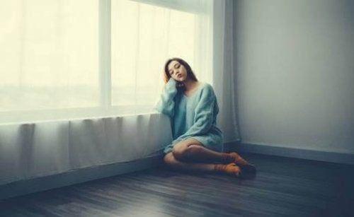 Strach, smutek i frustracja: najczęstsze emocje podczas odosobnienia