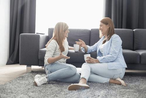 Dwie kobiety podczas rozmowy