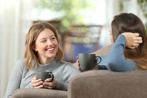 Dwie rozmawiające kobiety - efekt czystej ekspozycji