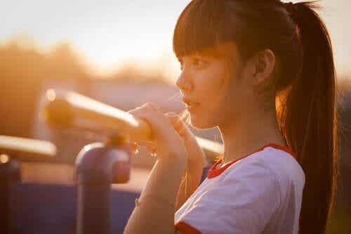 Mózgi dziewcząt dojrzewają wcześniej niż chłopców