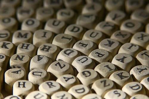 Kostki z literami
