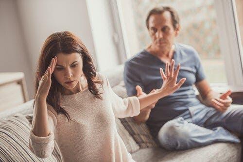 Koluzyjne gry w związkach: jak wpływają na nasze relacje?