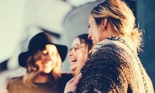 Rozmawiające kobiety - potrzeby społeczne