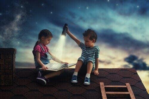 Dzieci czytają na dachu