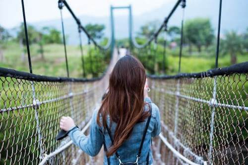 Dziewczyna na moście