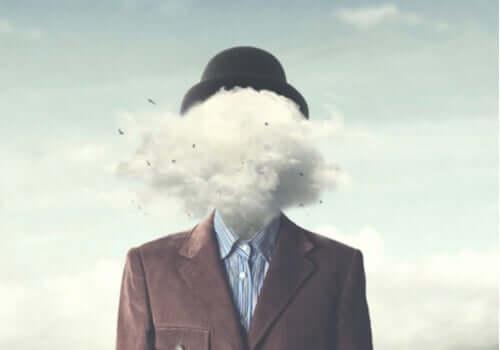 Mężczyzna z chmurą na głowie