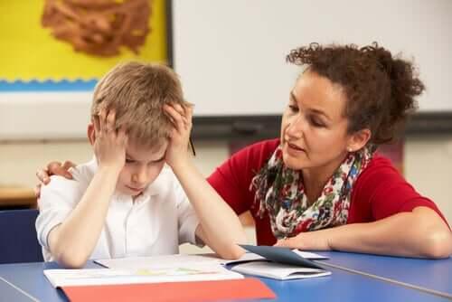 Nauczycielka z uczniem