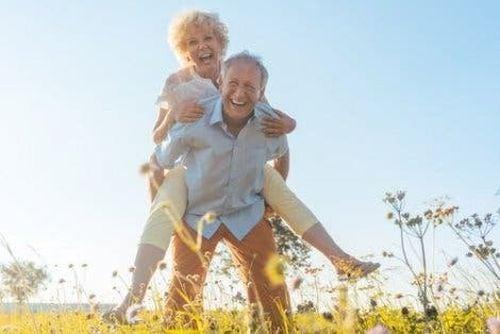 Szczęśliwe starsze osoby
