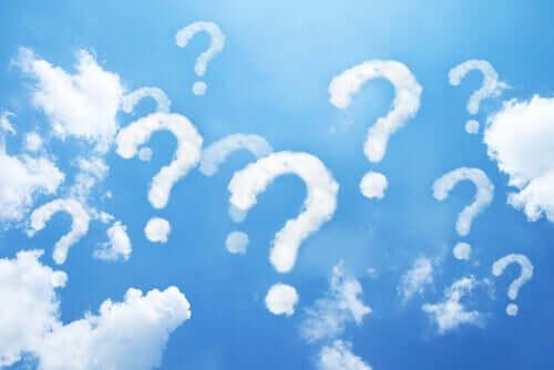 Znaki zapytania na niebie