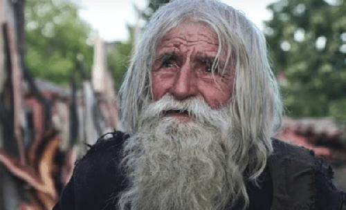 Dziadek Dobri: święty żebrak