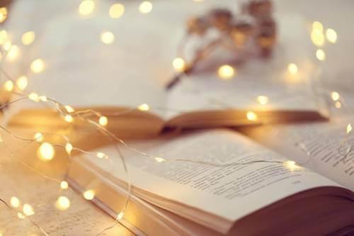 Książka i światełka