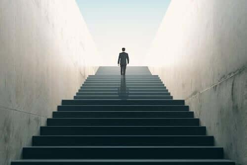 Mężczyzna na schodach