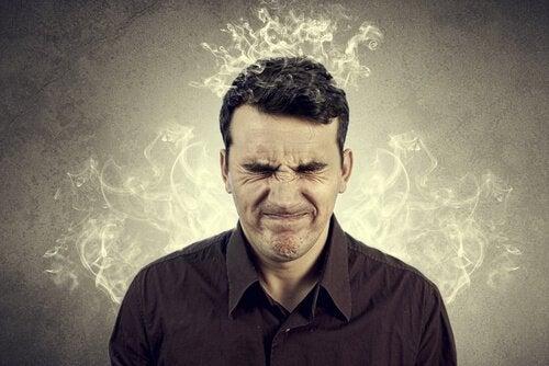 Mężczyzna z dymiącą głową