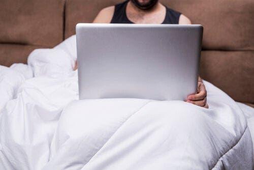 Czy pornografia wpływa na związek?
