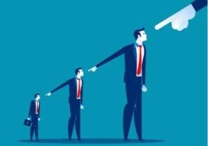 Obwinianie innych jako strategia na życie